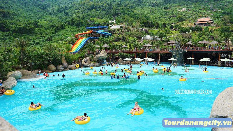 Bể bơi tạo sóng trong Tour Núi Thần Tài