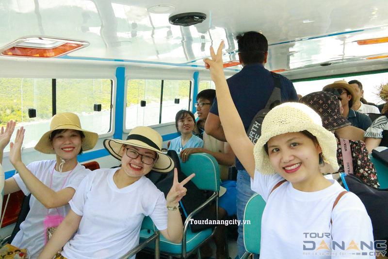 Du khách lên Cano đi về trong tour Cù Lao Chàm 1 ngày