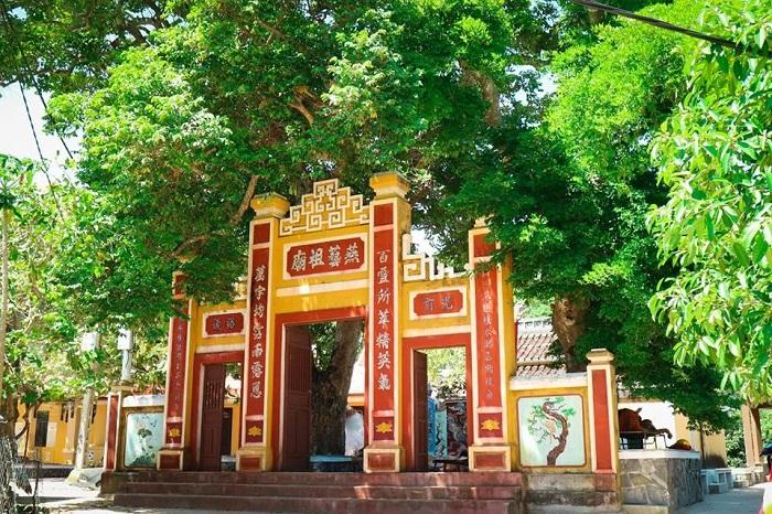 Miếu tổ nghề yến Cù Lao Chàm