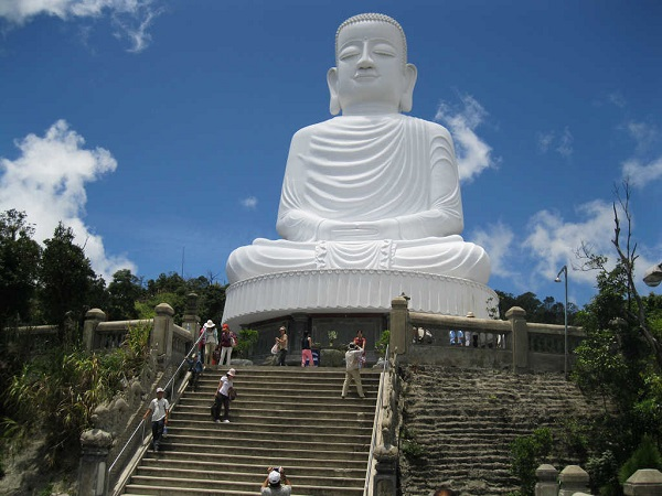 phat-thich-ca-linh-ung-ba-na-hills