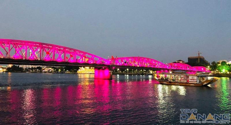 Vé nghe ca Huế trên sông Hương trải nghiệm gì