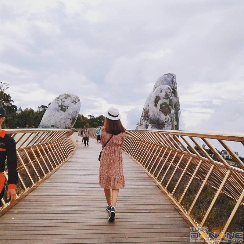 Check in cầu Vàng Bà Nà Hills
