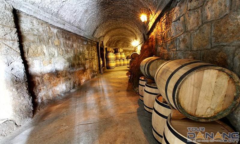 Hầm rượu Bà Nà Hills